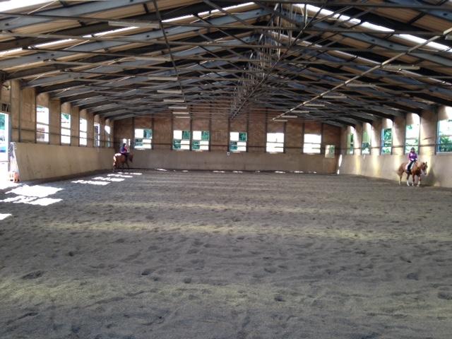 乗馬クラブのインドア馬場で快適にレッスンを受講しました。 茨城県つくば市 Kさん